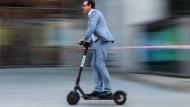 E-Scooter sind schnell und lautlos, aber auch eine Gefahr für Fußgänger?