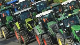Landwirte protestieren mit Trecker-Parade in Berlin