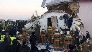 Mindestens zwölf Tote bei Absturz eines Passagierjets