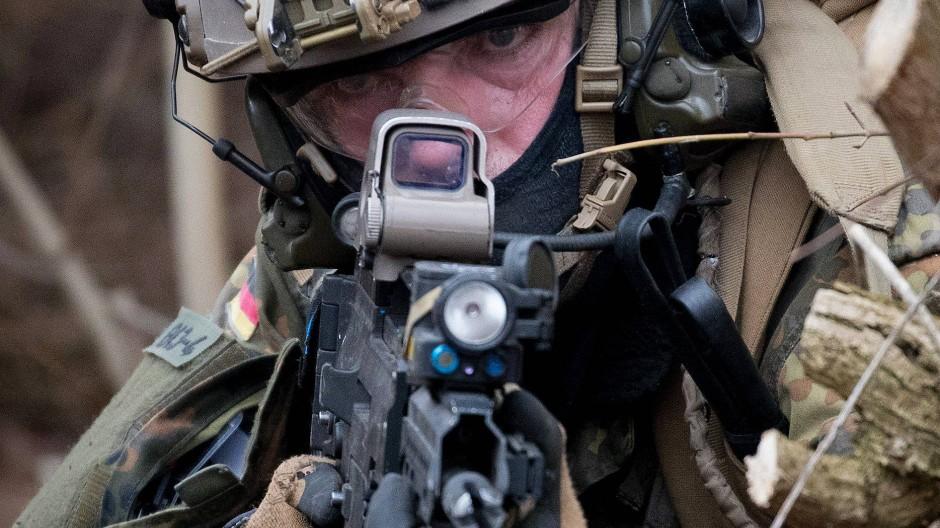 Ein KSK-Soldat im Training.