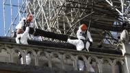 Arbeiten an der Kathedrale in Paris: In fünf Jahren sollen sie abgeschlossen sein.