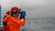 Den ganzen Tag über suchten Einsatzkräfte entlang der Küste von Sotchi am Schwarzen Meer nach Wrackteilen der abgestürzten Tupolew.