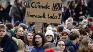 Der Schülerstreik für das Klima bekommt immer mehr Unterstützung. Nun haben sich auch Tausende Wissenschaftler hinter die Schüler gestellt.