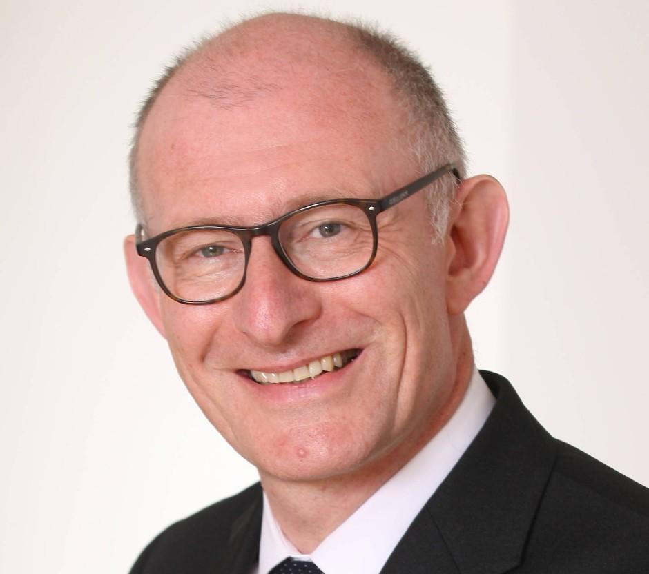 """Stefan Talmon ist deutsch-britischer Völkerrechtler. Er ist Inhaber des Lehrstuhls für Öffentliches Recht, Völkerrecht und Europarecht am """"Institut für Völkerrecht"""" der Rheinischen Friedrich-Wilhelms-Universität Bonn."""