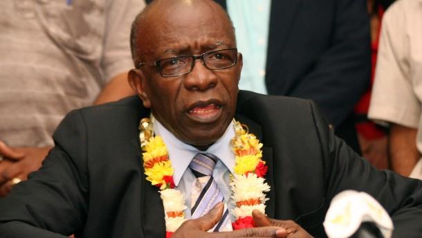 Warner tritt als Minister zurück