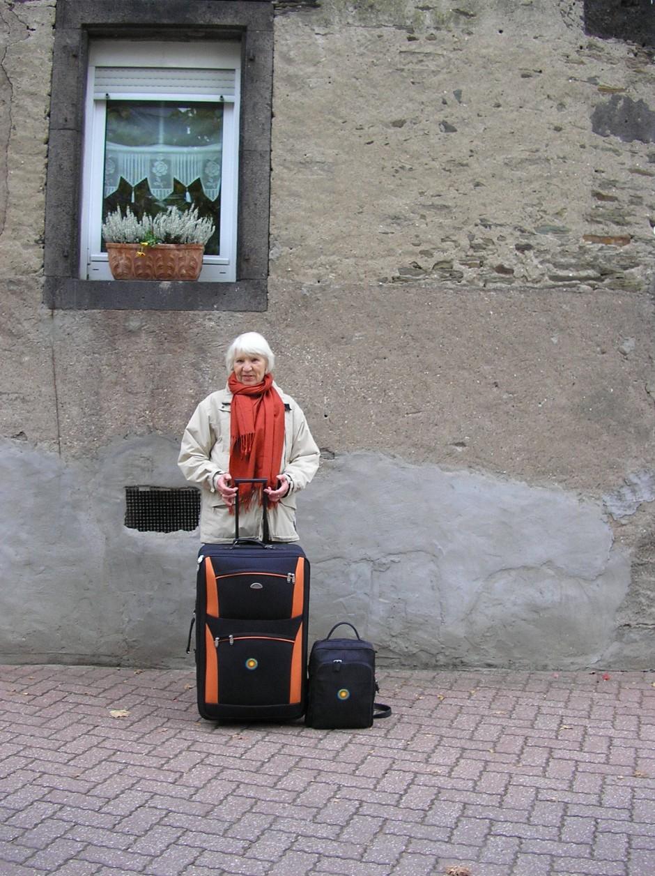 Ihr Leben passt in diesen Koffer: Heidemarie Schwermer.