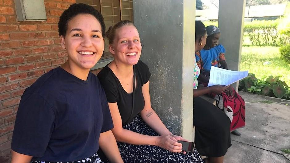 Halfen gemeinsam im Lusubilo-Projekt: Cara Boyles und Patricia Haibt (rechts)