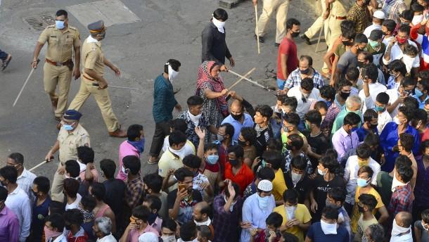 Polizei treibt Wanderarbeiter auseinander