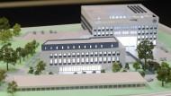 Zwei Gebäude, ein Verein: Die Eintracht baut sich nach dieser Modellvorlage auf dem Arena-Areal ein neues Zuhause.