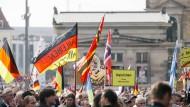 Tausende demonstrieren bei Jubiläum von Pegida