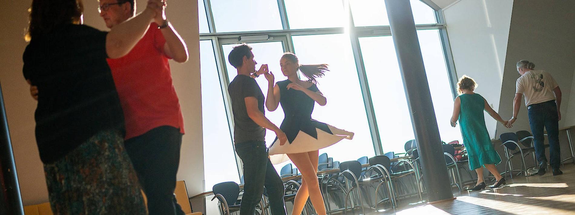 Den Tango bitte nur mit dem eigenen Partner tanzen!