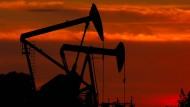 Die Welt schwimmt in Öl