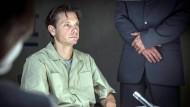 """Er sitzt da und kann nicht anders: Carsten von Lupfen (Mark Harloff), """"der Bundeshacker"""""""