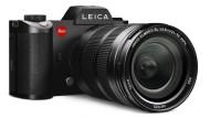 Der Sucherkasten der Leica SL ist ein Zitat: Er erinnert an den Prismengiebel der Leica R3 aus längst vergangenen Zeiten.