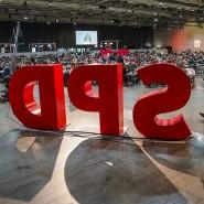 Das SPD-Logo am Rande des Parteitags in Berlin