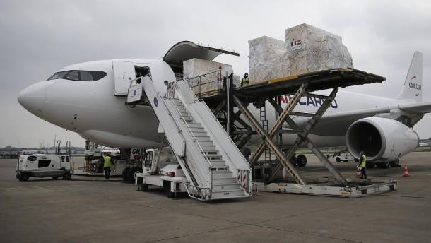 Luftwaffe fliegt Beatmungsgeräte nach Neu-Delhi