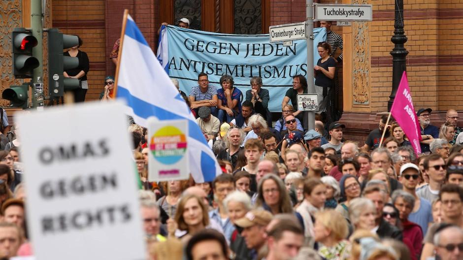 """""""Gegen jeden Antisemitismus"""" – Das Bündnis """"Unteilbar"""" bei der Demonstration in Berlin mit einer klaren Botschaft"""