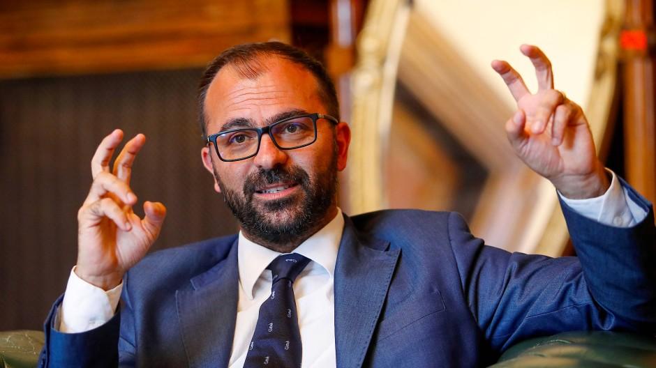 Der Klimawandel ist bei ihm nicht mit Gänsefüßchen, sondern Ausrufezeichen versehen: Italiens Bildungsminister Lorenzo Fioramonti.