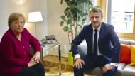 Angela Merkel und Emmanuel Macron treffen sich in Brüssel.
