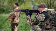 Separatisten schießen Militärhubschrauber ab