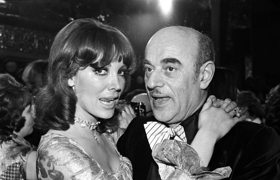 Petra Schürmann und Artur Brauner 1974 auf dem Mathäser-Filmball in München.