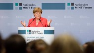 Mädchen sollten noch mehr Mut haben, MINT-Berufe zu ergreifen, sagt Bundeskanzlerin Angela Merkel (CDU).