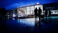Wieder sicherer: Auch bei Nacht können Passanten den Bahnhofsvorplatz in Köln wieder ohne Angst betreten.