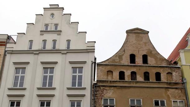 Stralsund kuendigt haertere Gangart gegen Sanierungsmuffel an