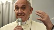 Papst Franziskus auf dem Rückflug aus Asien