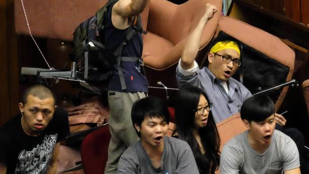 Studenten besetzen Taiwans Parlament