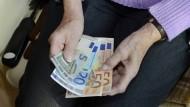 Warum immer mehr Rentner Steuern zahlen