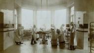 Damals hochmodern: Operationssaal im Marienkrankenhaus im Jahr 1908