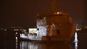 Rettungsschiff legt in Sizilien an