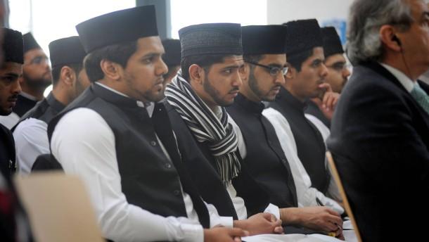 Erste Imam-Schule in Deutschland - In Riedstadt eröffnet die Ahmadiyya Muslim Jamaa-Gemeinde (AMJ) die erste Imamschule in Deutschland.