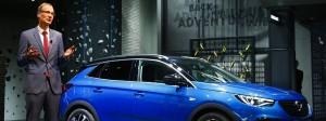 Groß, schwer – und mit Dieselmotor sparsamer als mit Benzinmotor: der Opel Grandland X, präsentiert von Unternehmenschef Michael Lohscheller.