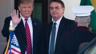 Nicht wenige Beobachter in Brasilien glauben, dass sich hinter Bolsonaros Kritik am Wahlsystem die Absicht verbirgt, nach der Wahl 2022 gegebenenfalls Trumps Beispiel zu folgen.