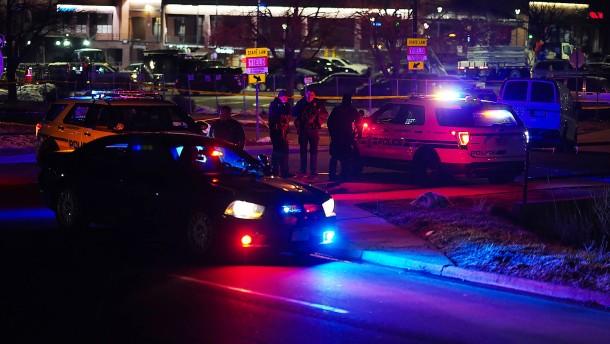 Mehrere Tote nach Schießerei in Supermarkt