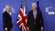 Breites Kreuz: EU-Chefunterhändler Michael Barnier (r.) trifft am Montag in Brüssel auf den britischen Brexit-Minister David Davis