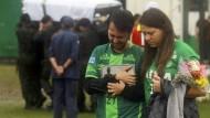 Bewegende Trauerfeier im Stadion für die Absturzopfer
