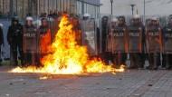 Tausende fordern Regierungsrücktritt im Kosovo