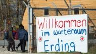 Am Anfang eines komplizierten Integrationsprozesses steht für viele Menschen das Warten in Isolation. Hier in einer Flüchtlingsunterkunft in Erding.