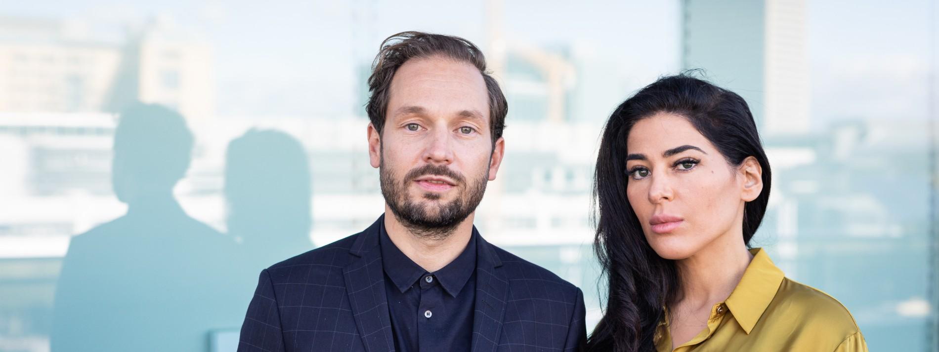 """Weil Menschen in Geschichten denken: Friedemann Karig und Samira El Ouassil über ihr Buch """"Erzählende Affen"""""""