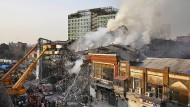 Das Feuer soll laut Augenzeugenberichten im 11. Stock ausgebrochen sein.