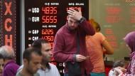 Noch stehen die Türken hinter ihrem Präsidenten – doch der Absturz der Lira kennt kein Halten.