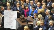Parlamentsbesetzung nach fast einem Monat beendet