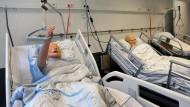 Leidensfähig: An den Puppen in der Simulationsklinik üben die Studenten erste ärztliche Handgriffe. Die künstlichen Patienten können schreien und stöhnen, wenn sie schlecht behandelt werden.