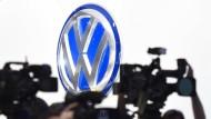 """""""Buy on bad news"""" heißt eine alte Börsenmaxime. Davon bot VW in letzter Zeit reichlich."""