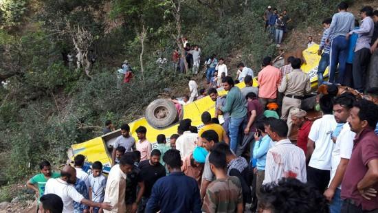 Zahlreiche Todesopfer bei Schulbusunglück in Indien