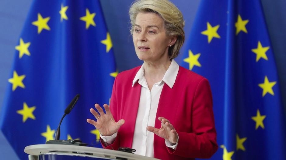 Kommissionspräsidentin Ursula von der Leyen während einer Pressekonferenz über das Konjunkturprogramm für Europa.