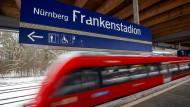 Ort einer Tragödie: S-Bahnhof Frankenstadion in Nürnberg (Archivbild)